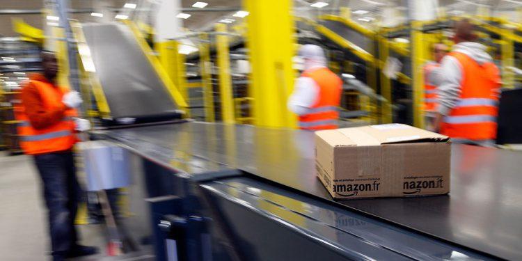 Compras por internet entregadas por Amazon.