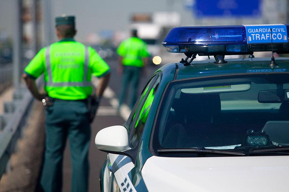 La Guardia Civil le detiene por circular a más de 200 km/h.