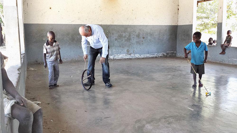 Centro nutricional que puso en marcha la Fundación Amigos de Mozambique en Ngolhosa, donde el doctor estuvo jugando con los pequeños.