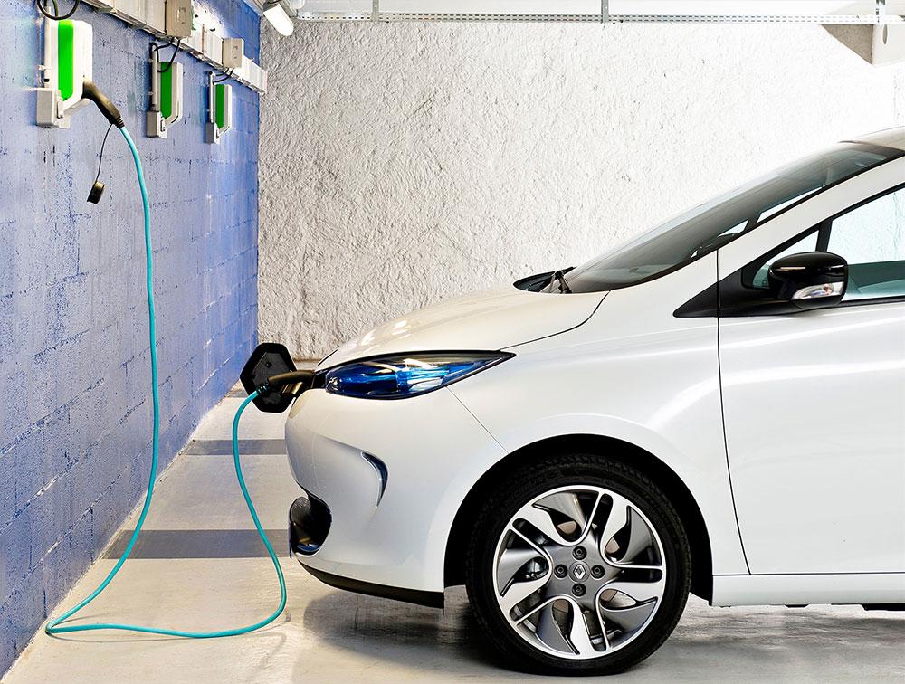 Más coches eléctricos y menos diésel, así se prevé que cerrarán las ventas de coches en 2017