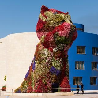 """""""Puppy"""", la iconica escultura realizada por el artista estadounidense Jeff Koons en 1992"""