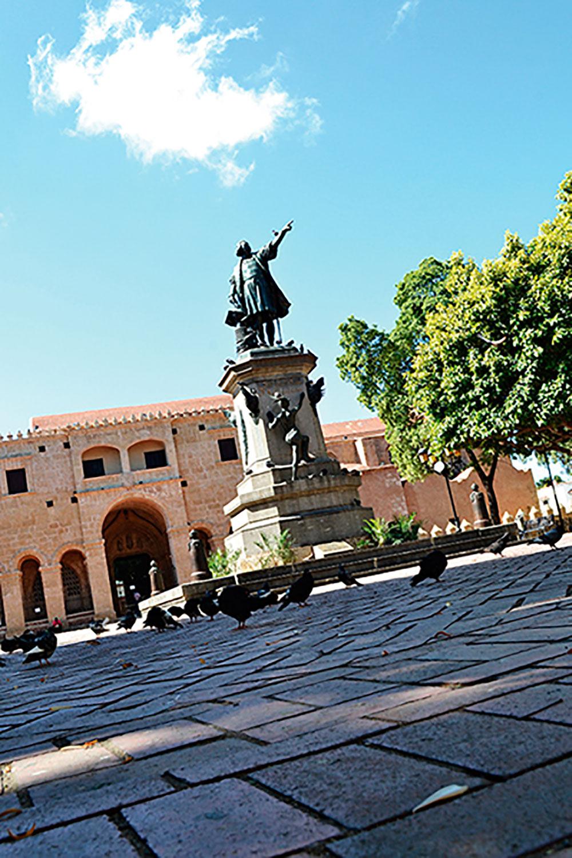 Estatua de Cristóbal Colón, en el Parque Colón, Zona Colonial de SD.