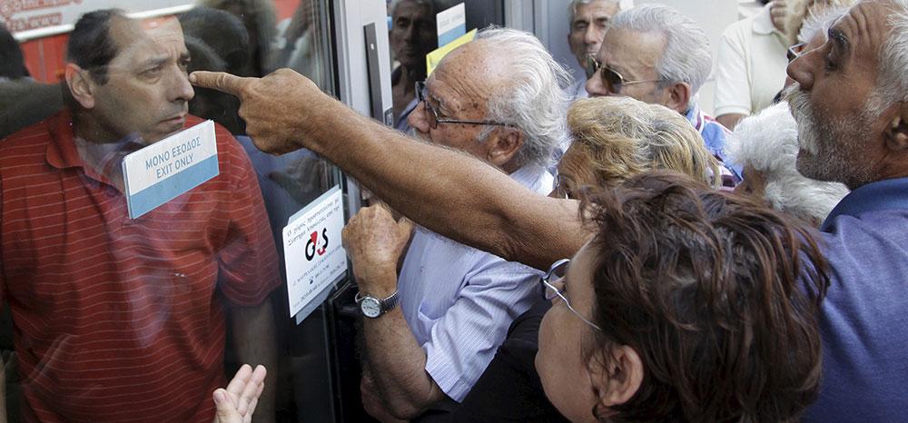 Pensionistas griegos. Primer día de corralito. Foto: REUTERS