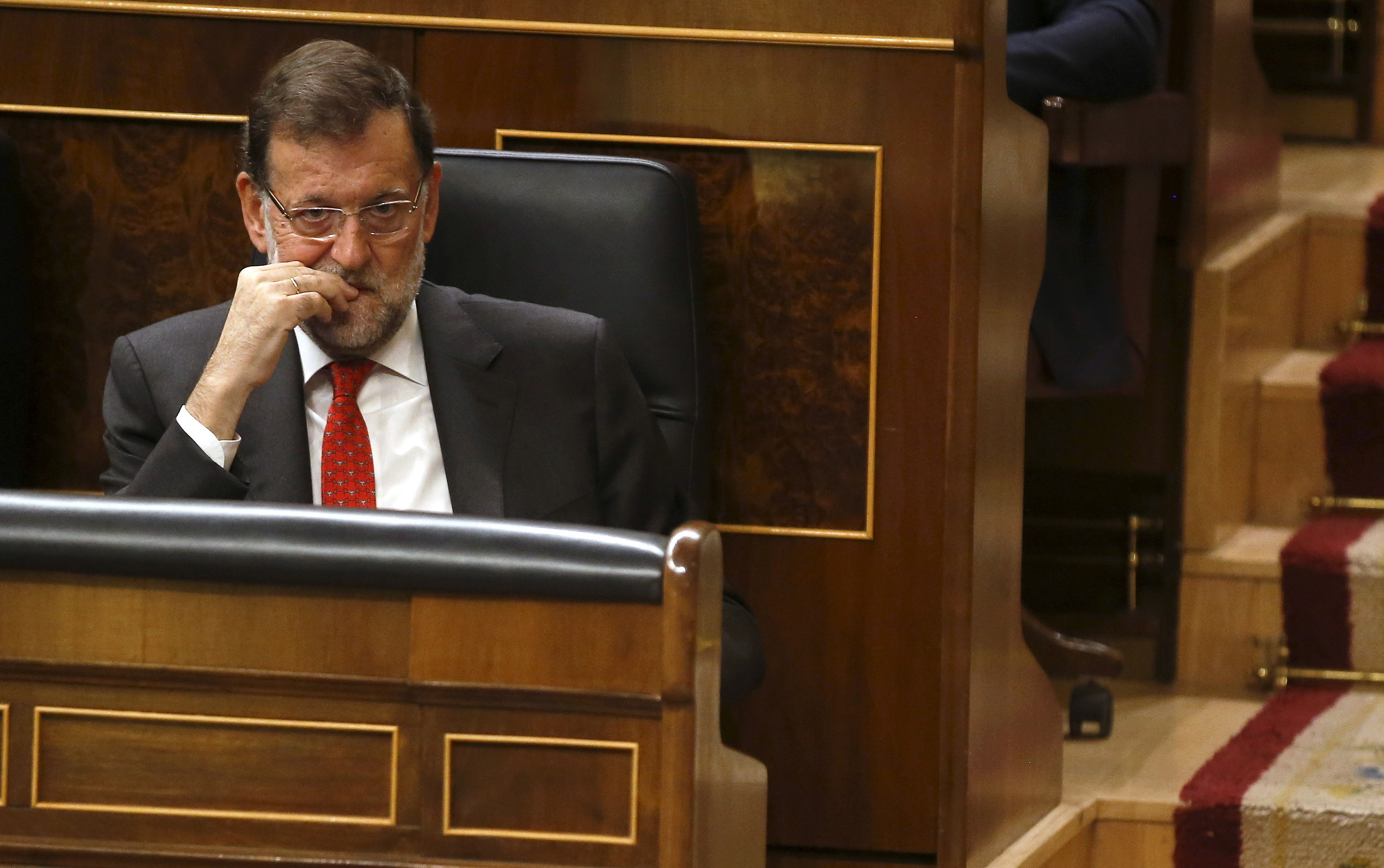 Spain's Prime Minister Mariano Rajoy attends a control session at Spanish parliament in Madrid, Spain, September 30, 2015. REUTERS/Andrea Comas - RTS2DAK