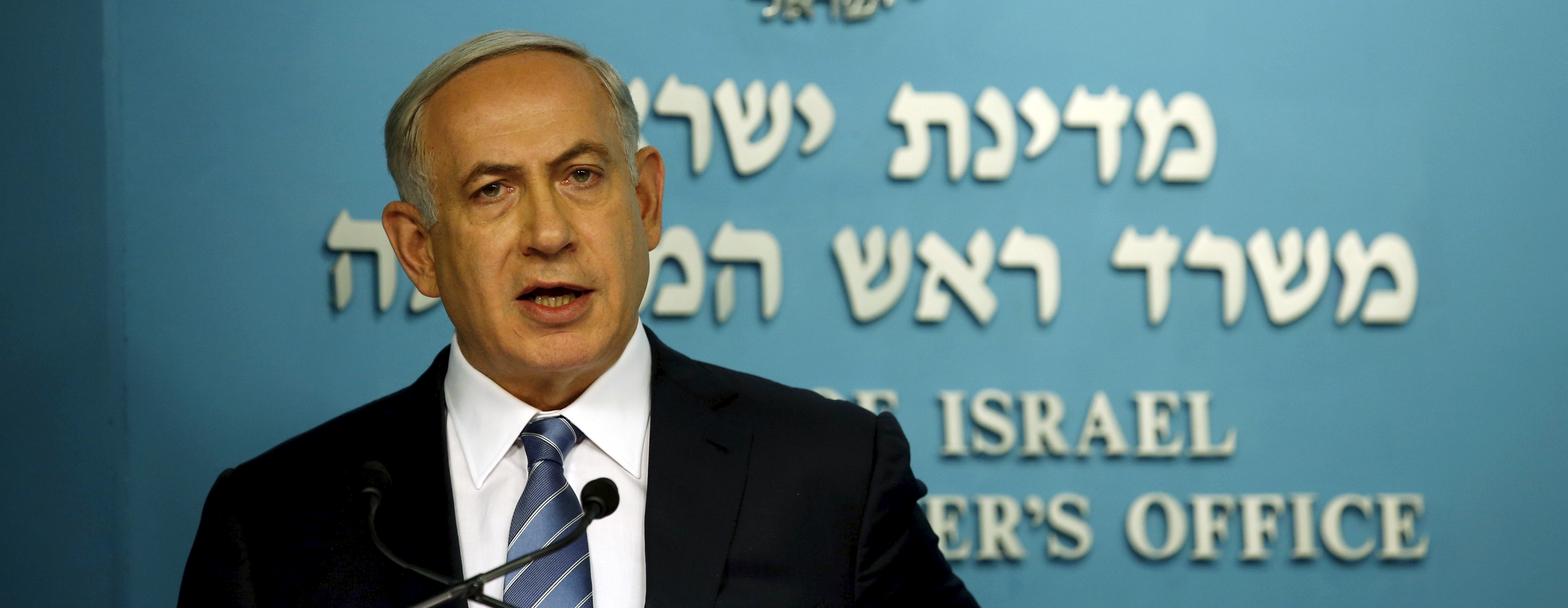 Israel's Prime Minister Benjamin Netanyahu speaks during a news conference in Jerusalem October 8, 2015. Four people, including an Israeli soldier, were stabbed and wounded near a military headquarters in Tel Aviv on Thursday, police and ambulance sources said, as a rash of such Palestinian attacks spread to Israel's commercial capital. The assailant was shot and killed by another soldier as he fled, a police spokeswoman said. REUTERS/Ronen Zvulun - RTS3LZ3
