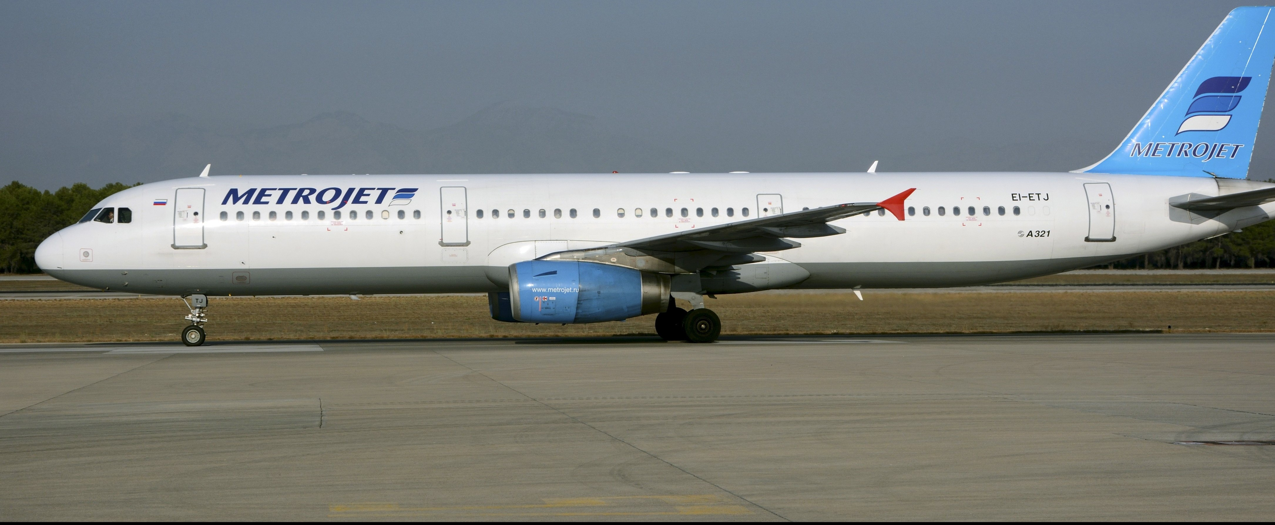 The Metrojet's Airbus A-321 with registration number EI-ETJ that crashed in Egypt's Sinai peninsula, is seen in this picture taken in Antalya, Turkey September 17, 2015. The Russian airliner carrying 224 passengers and crew crashed in Egypt's Sinai peninsula on October 31, 2015, the Egyptian civil aviation authority said, and a security officer who arrived on the scene said all aboard the plane were probably dead. The Airbus A-321, operated by Russian airline Kogalymavia with the flight number 7K9268, was flying from the Sinai Red Sea resort of Sharm el-Sheikh to St Petersburg in Russia when it went down in a desolate mountainous area of central Sinai soon after daybreak, the aviation ministry said. Picture taken September 17, 2015. REUTERS/Kim Philipp Piskol      TPX IMAGES OF THE DAY      - RTX1U2U8