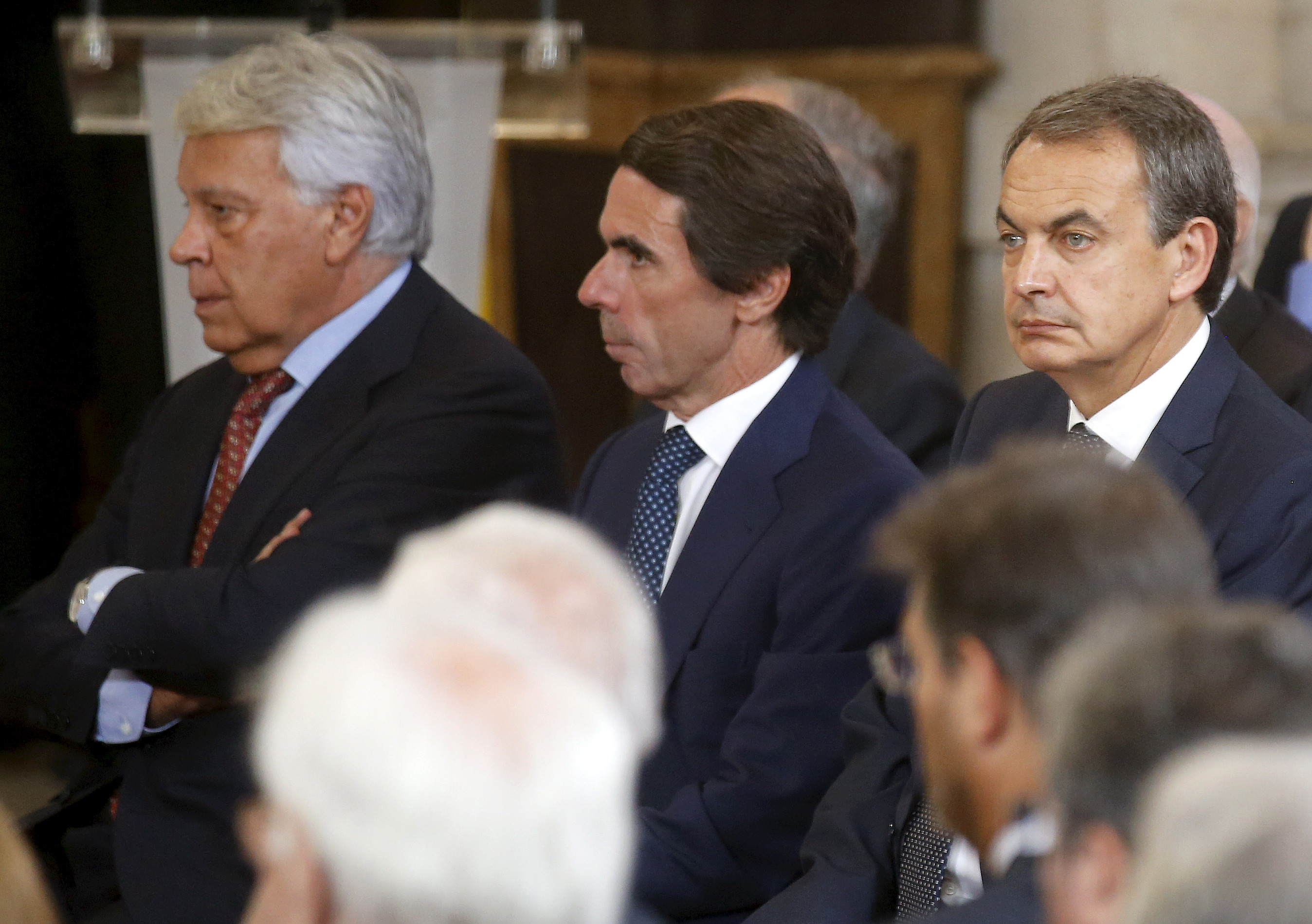 Former Spanish Prime Ministers Jose Luis Rodriguez Zapatero (R), Jose Maria Aznar (C) and Felipe Gonzalez attend a celebration to mark the 30th anniversary of Spain's accession to the European Communities, at Madrid's royal palace, Spain, June 24, 2015. REUTERS/Andrea Comas - RTR4YRLK