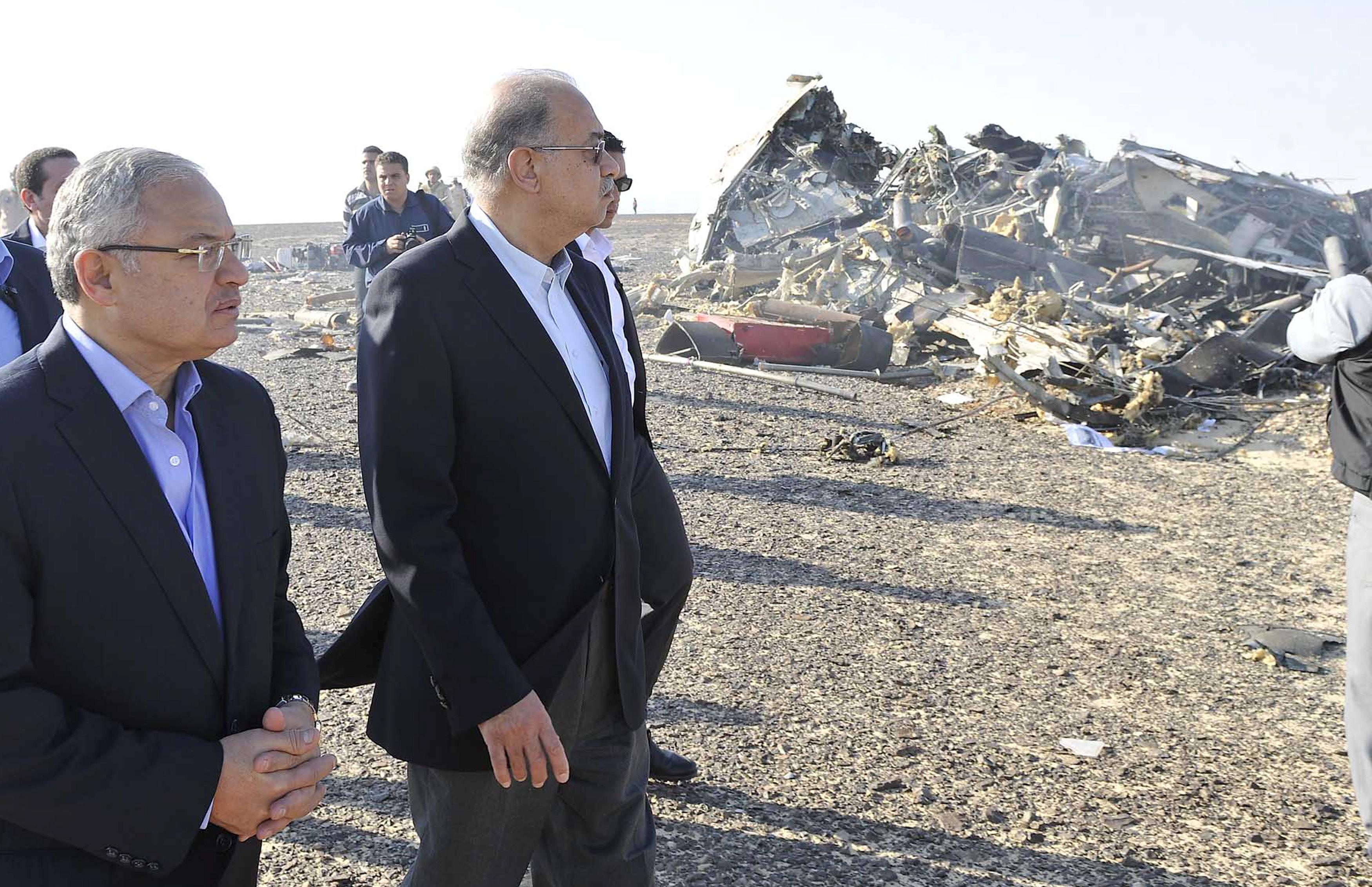 El primer ministro de Egipto, Sheirf Ismail, en la zona del siniestro. Foto: Reuters