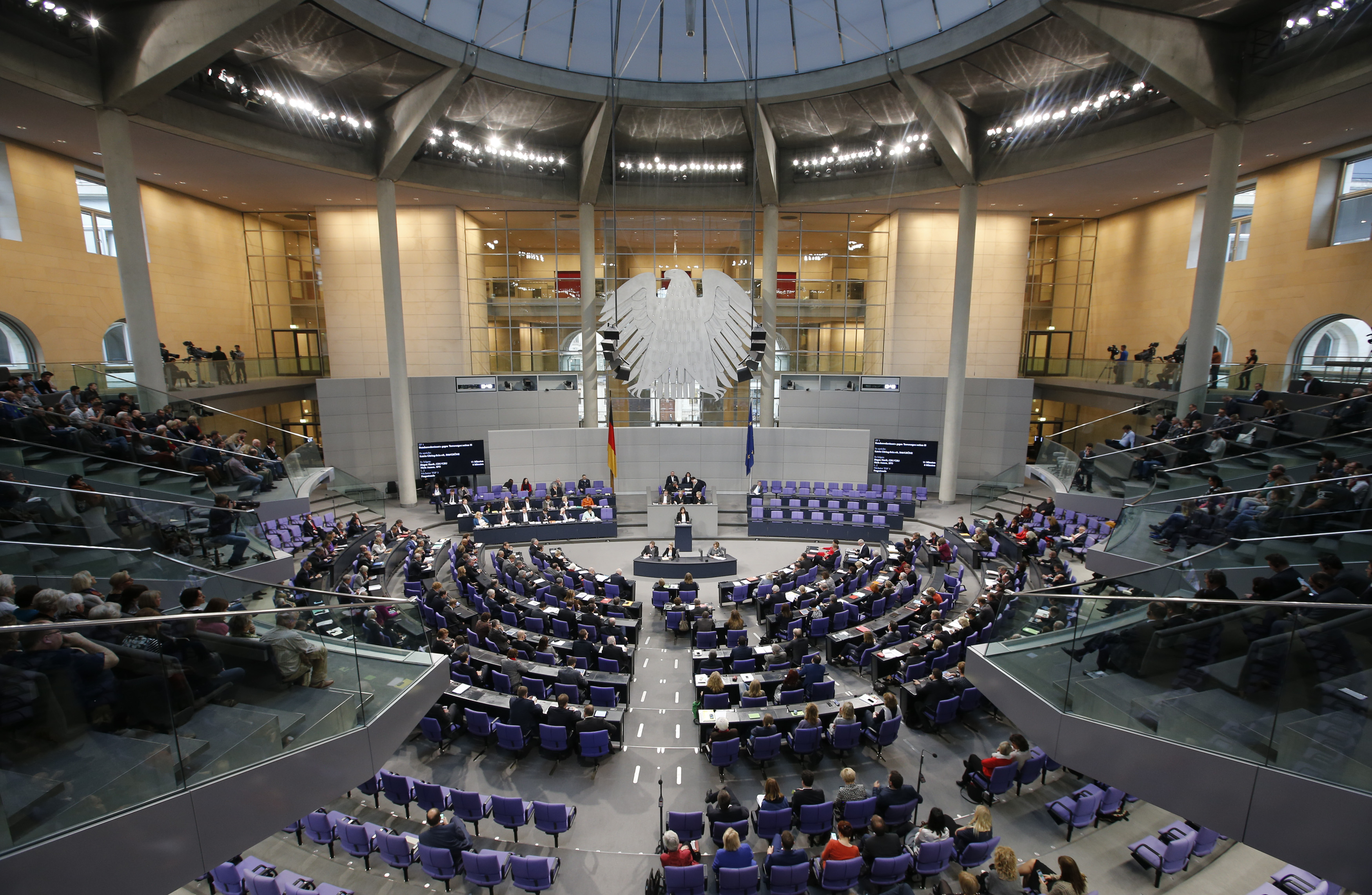A general view of a session of the Bundestag, the German lower house of parliament, in Berlin, Germany, December 2, 2015, during a debate on the country's role in the campaign against Islamic State.  German support for military involvement in the campaign against Islamic State has risen sharply with 42 percent backing action, a poll showed on Wednesday.  In direct response to a French appeal for solidarity after the attacks in Paris which killed 130 people, Germany has joined other countries in stepping up its role in the military campaign against IS insurgents in Syria.     REUTERS/Fabrizio Bensch  - RTX1WTEI