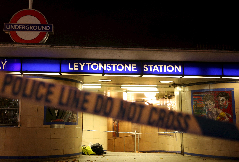 Estacíon de metro de Leytonstone, en Londres, donde se ha producido el ataque.  REUTERS/Neil Hall - RTX1XDAO