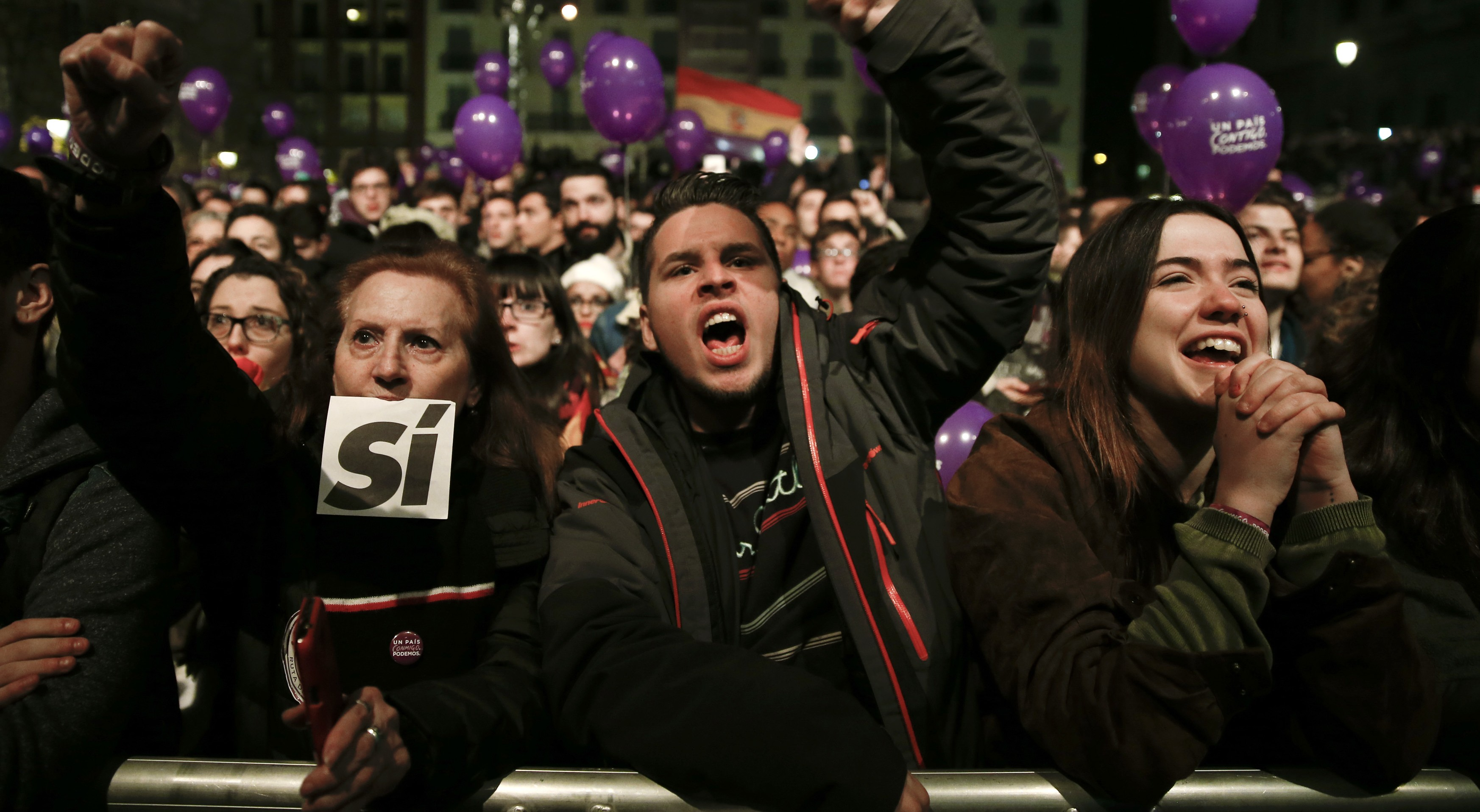 Podemos (We Can) party supporters react after results were announced in Spain's general election in Madrid, Spain, December 20, 2015.    REUTERS/Sergio Perez  - RTX1ZIV1
