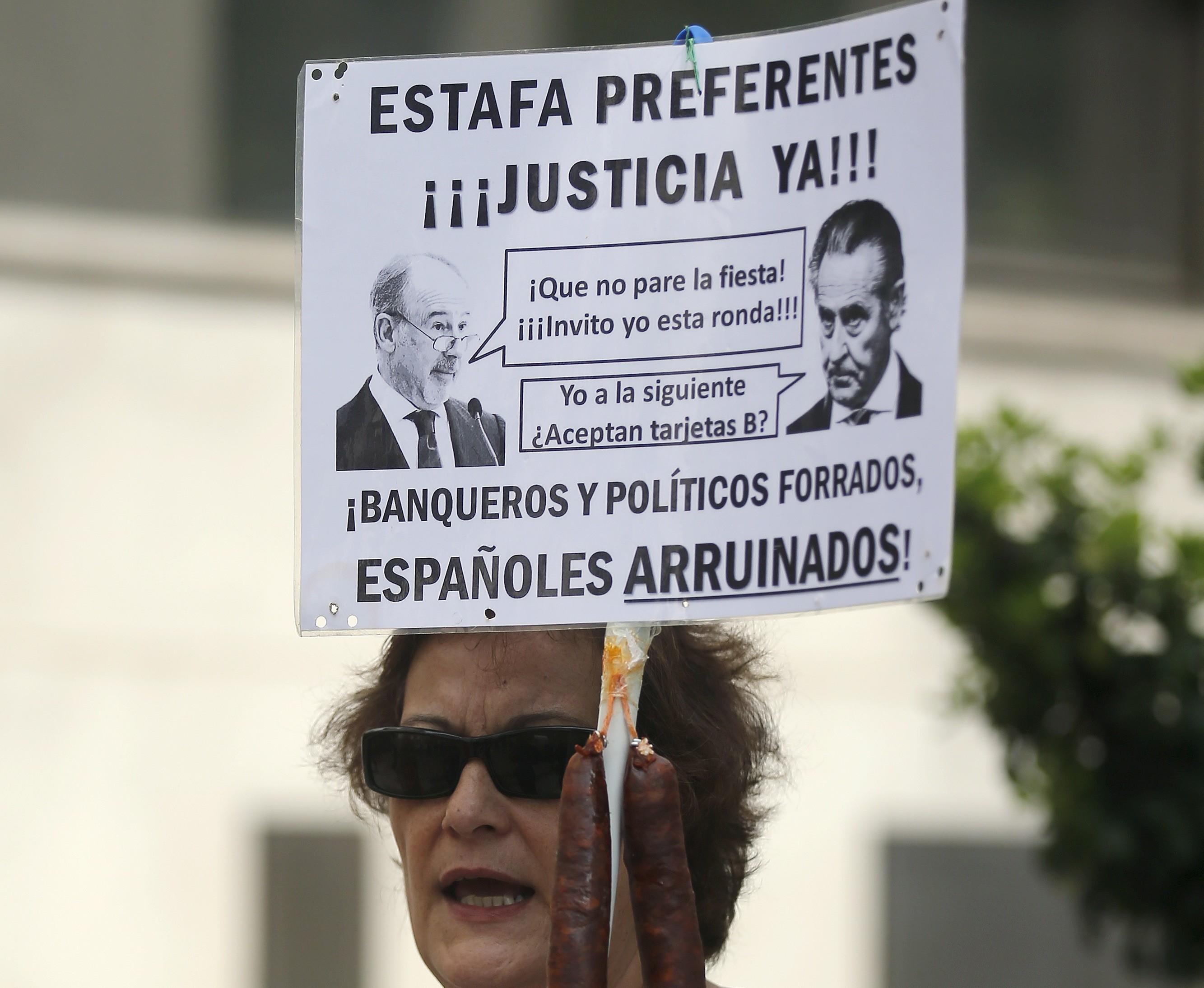Pancarta contra Rato y Blesa en una protesta.