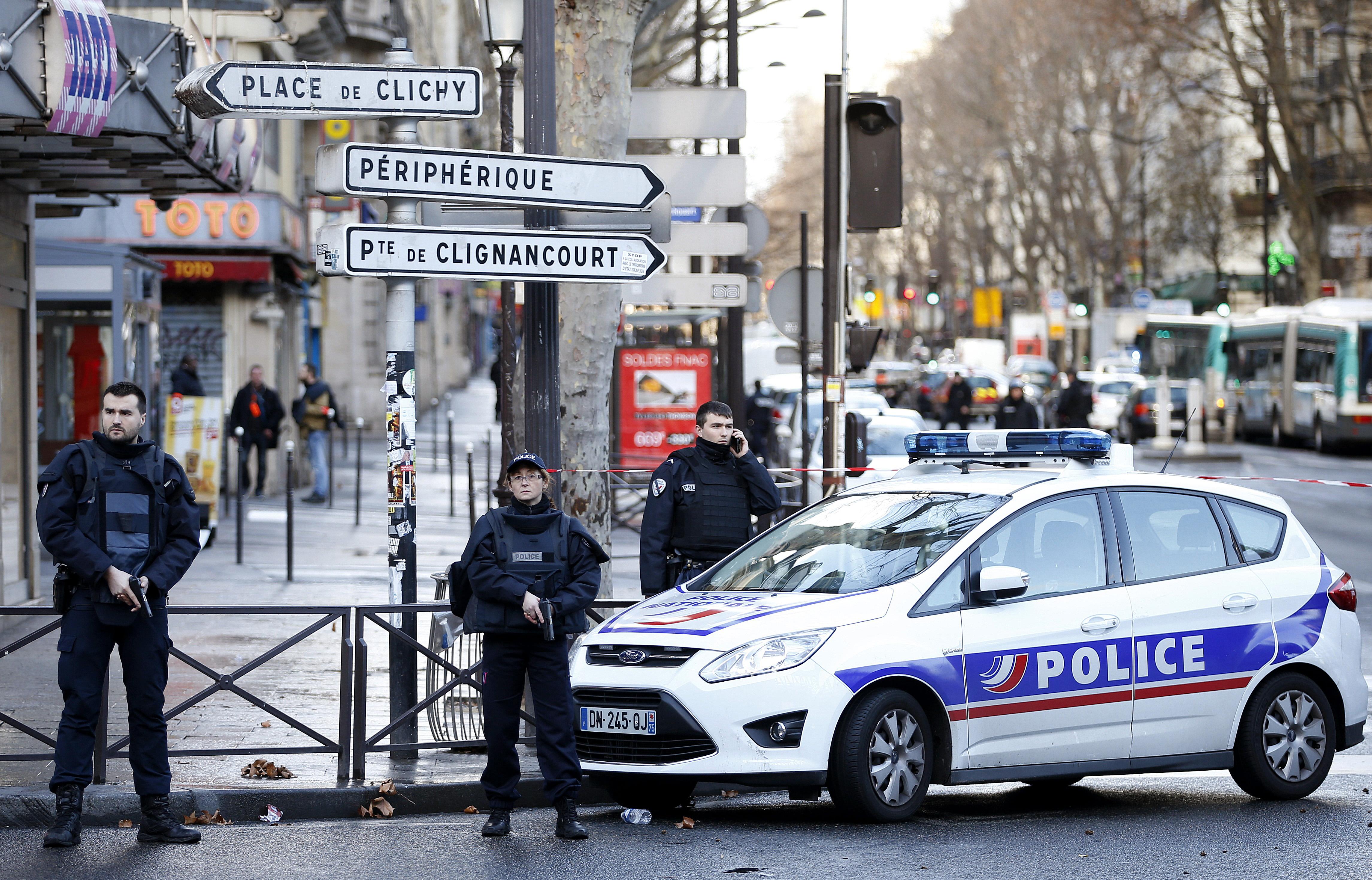 La policía francesa en el lugar de los hechos. Reuters