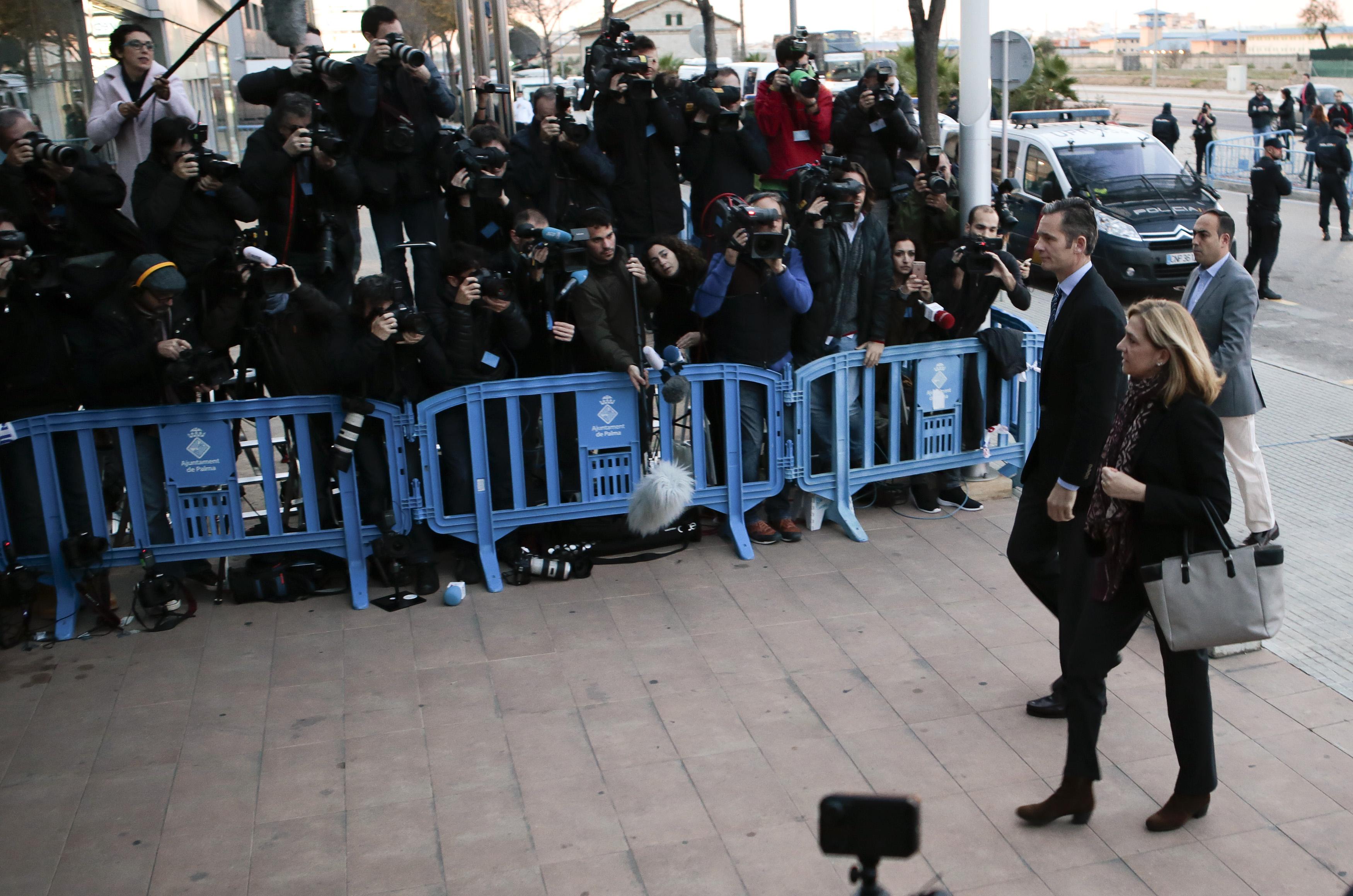 Cristina de Borbón e Iñaki Urdangarin a su llegada a los juzgados. . Reuters