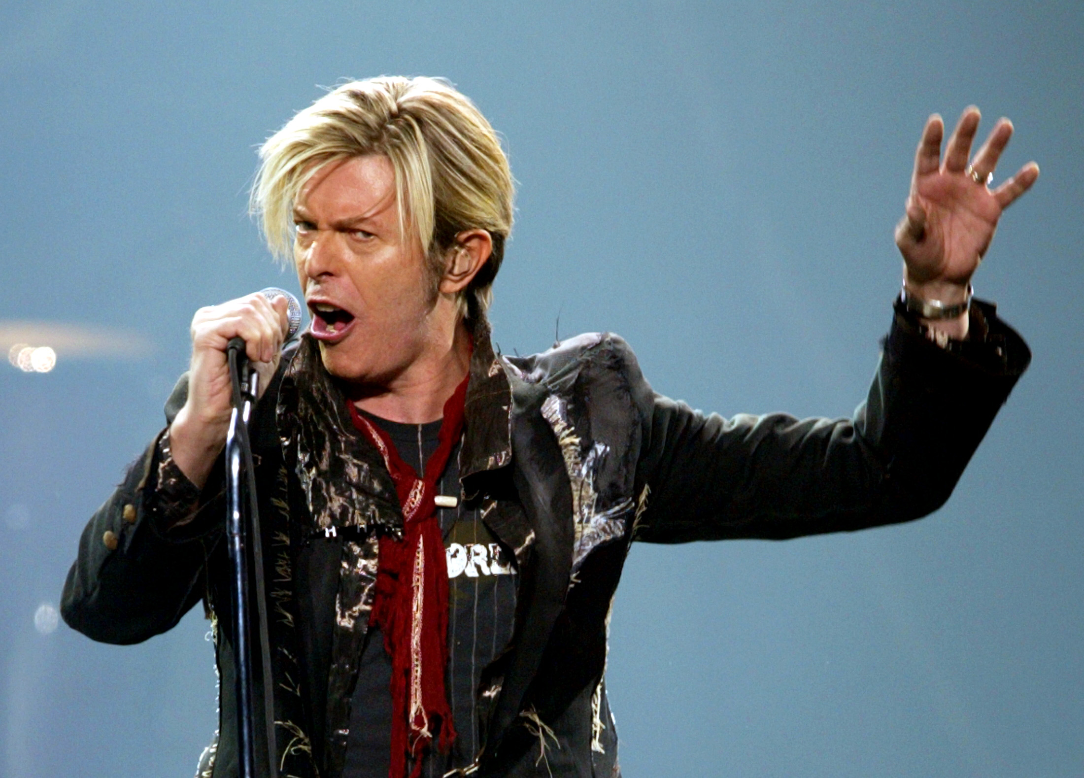 """David Bowie performs his North American debut of """"A Reality Tour"""" in Montreal, December 13, 2003. Bowie kicked off his first North American concert series in eight years after battling the flu for a week and canceling several shows. - RTXMC73"""