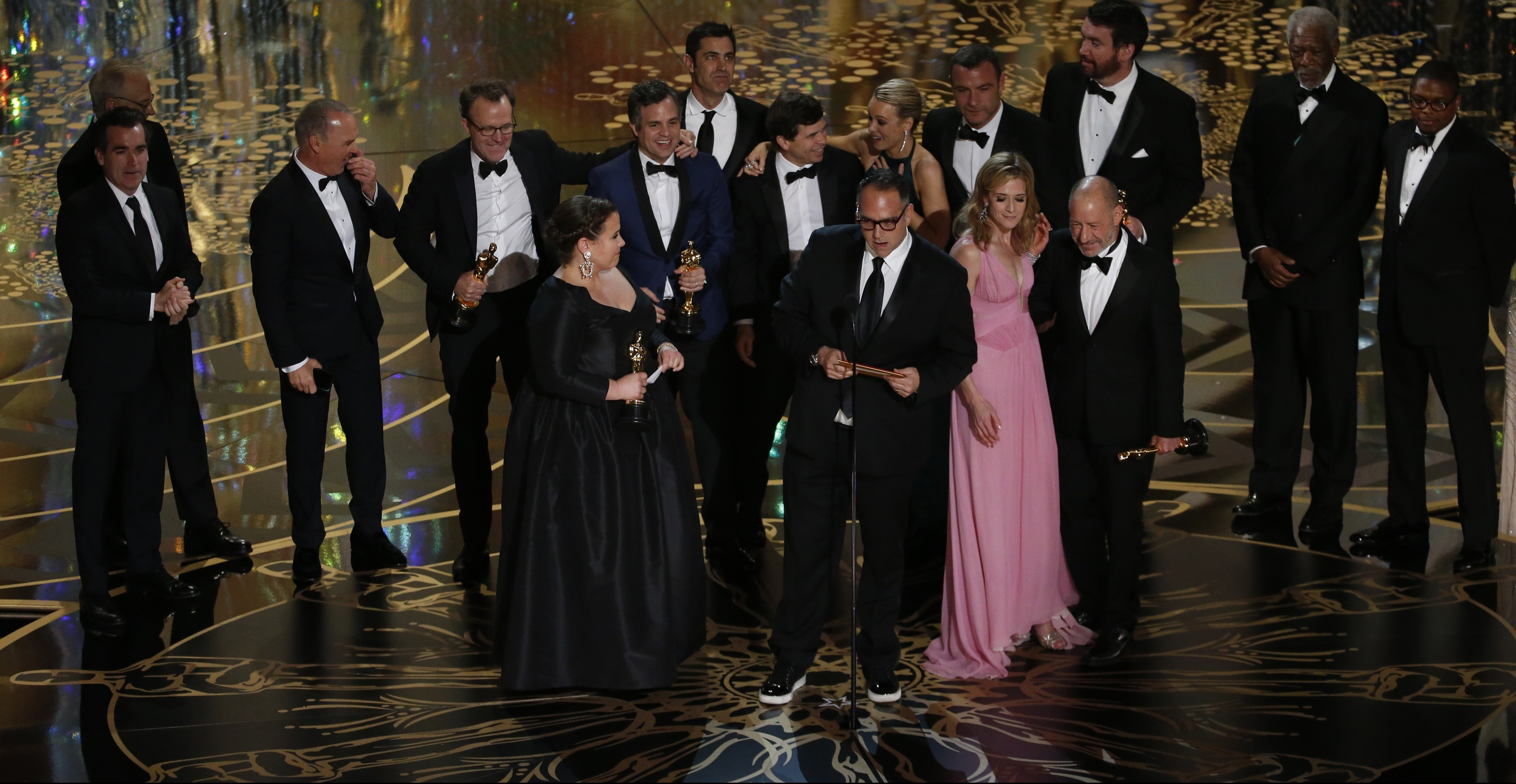 """Producer Michael Sugar accepts the Oscar for Best Picture for his film """"Spotlight"""" with his fellow producers and cast at the 88th Academy Awards in Hollywood, California February 28, 2016.  REUTERS/Mario Anzuoni - RTS8H5D"""
