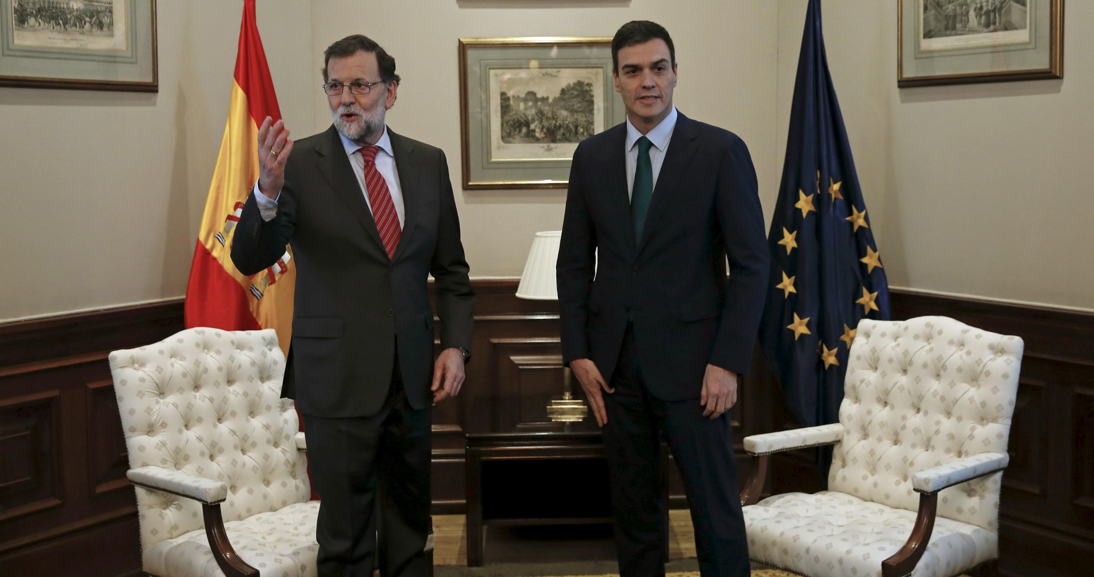 Reunión entre Mariano Rajoy y Pedro Sánchez. FOTO: Reuters
