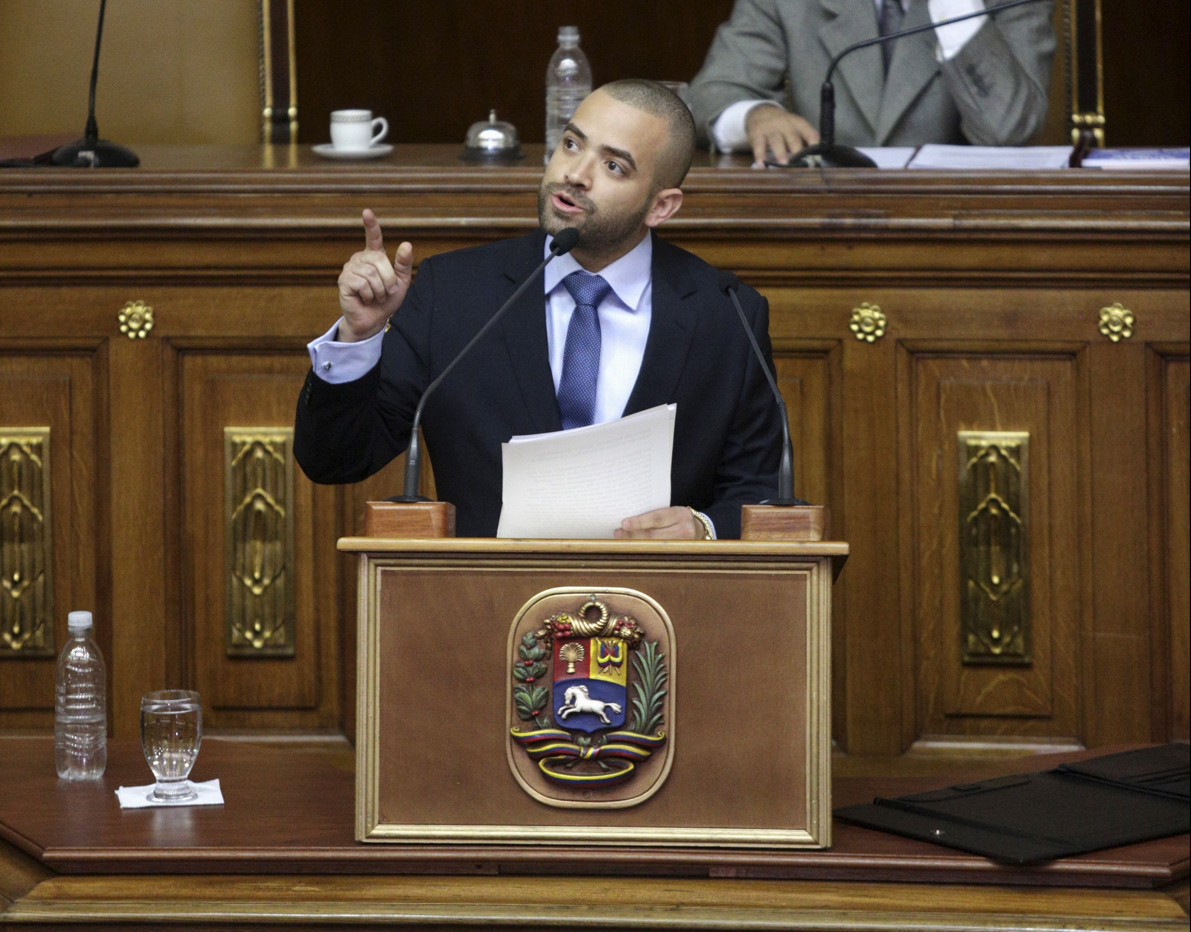 """Venezuelan singer Miguel Ignacio Mendoza (C), known as Nacho, member of pop duo """"Chino & Nacho"""", addresses during the special session of the National Assembly commemorating the Day of the Youth, in front of Henry Ramos, president of the National Assembly and deputy of the Venezuelan coalition of opposition parties (MUD), in Caracas, February 12, 2016. REUTERS/Marco Bello - RTX26PM5"""