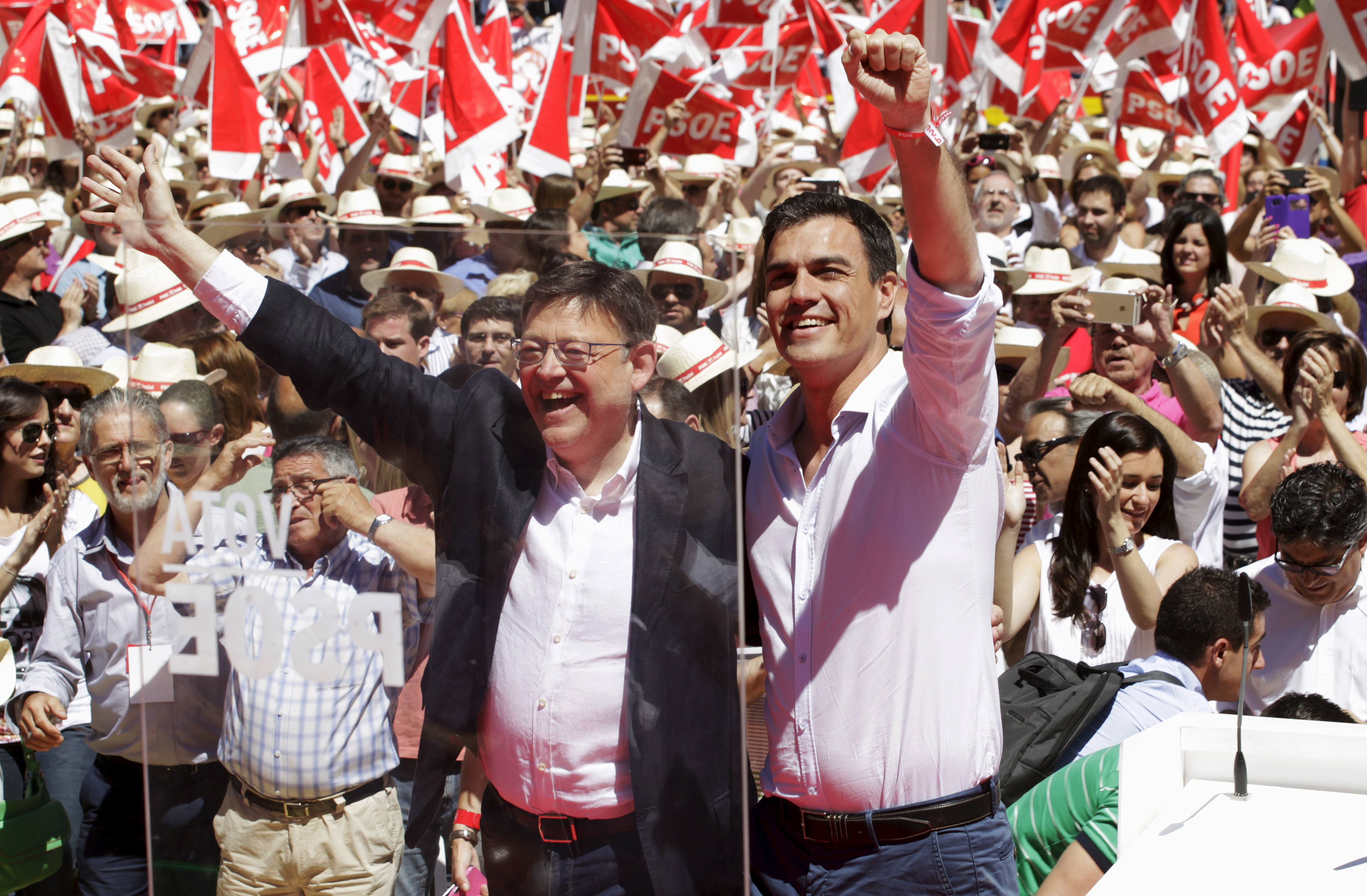 Socialist Party (PSOE) Secretary General Pedro Sanchez (R) greets next to regional presidential candidate Ximo Puig as he arrives at an electoral meeting at the bull ring in Valencia, Spain, May 16, 2015. REUTERS/Heino Kalis - RTX1D7SD