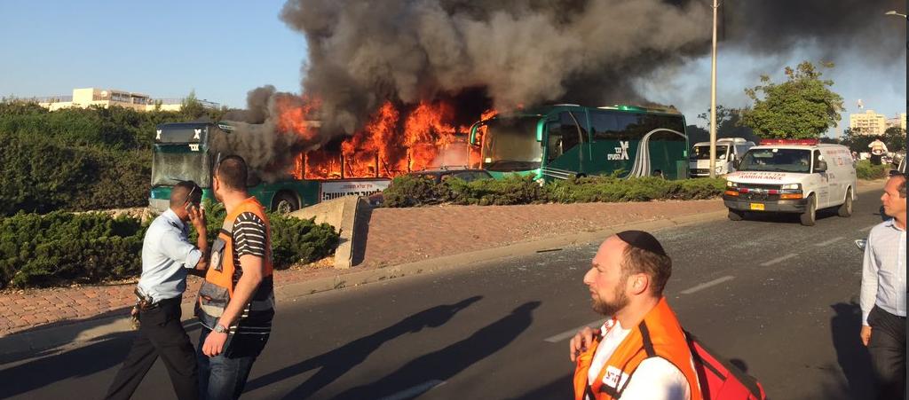 Explosión de un autobús en Jerusalén. FOTO: Twitter