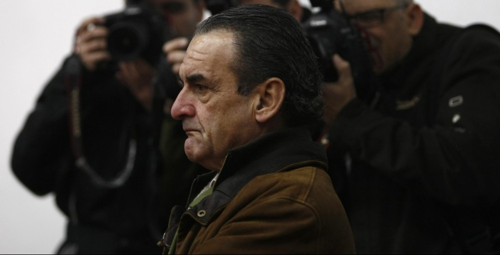 Disgraced financier Mario Conde, who symbolised Spain's 1980s get-rich-quick boom and was convicted for his role in the country's biggest bank collapse, is pictured before giving a lecture at Seville's prison January 21, 2009. Conde in March 2000 was sentenced to 10 years in jail for his part in the 1993 failure of Banesto bank.  REUTERS/Marcelo del Pozo (SPAIN) - RTR23P51