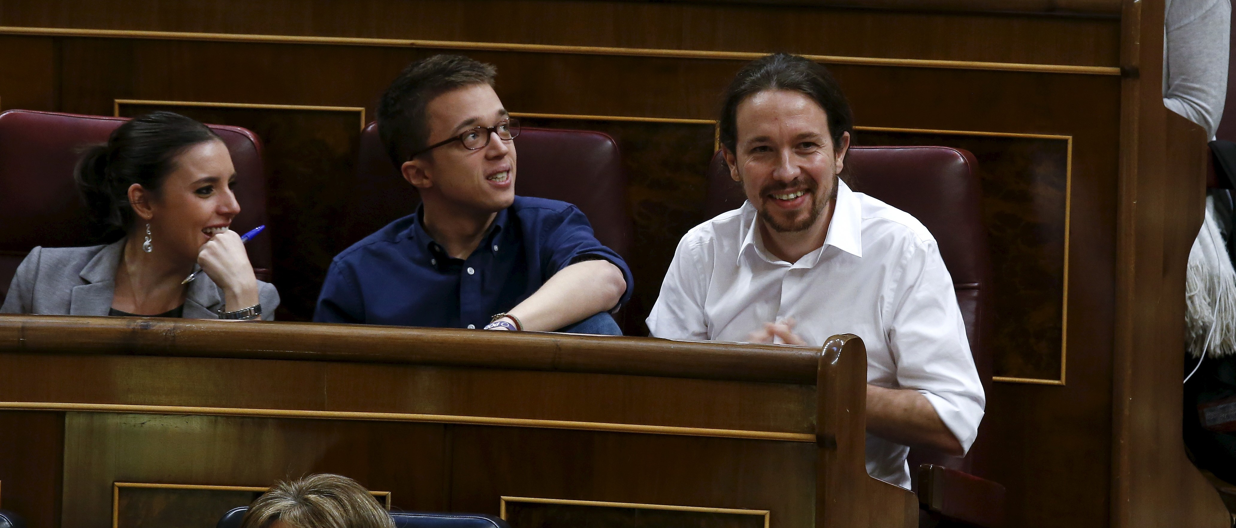 Podemos (We Can) party leader Pablo Iglesias (R) and party deputies attend an investiture debate at parliament in Madrid, Spain,  March 2, 2016.  REUTERS/Andrea Comas  - RTS8WEZ