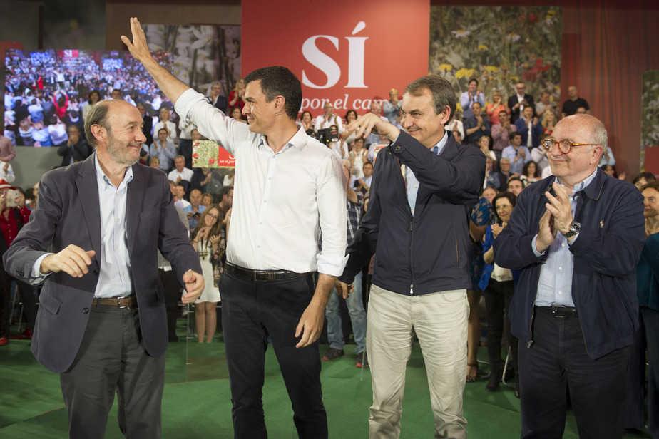 Rubalcaba, Sánchez, Zapatero y Almunia. FOTO: Reuters