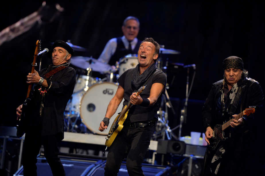 """U.S. musician Bruce Springsteen (C) performs with guitarists Stevie Van Zandt (R) and Nils Lofgren on his """"River Tour"""" at the Anoeta stadium in San Sebastian, northern Spain, May 17, 2016. REUTERS/Vincent West  - RTSEQMP"""
