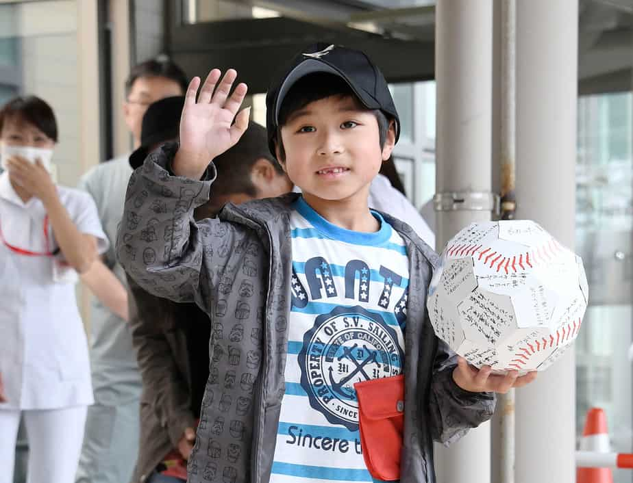 Seven-year-old Yamato Tanooka, who was found by authorities in the woods nearly a week after his parents abandoned him for disciplinary reasons, waves as he leaves a hospital in Hakodate on the northernmost Japanese main island of Hokkaido, Japan, in this photo taken by Kyodo on June 7, 2016. Mandatory credit Kyodo/via REUTERS ATTENTION EDITORS - THIS IMAGE WAS PROVIDED BY A THIRD PARTY. EDITORIAL USE ONLY. MANDATORY CREDIT. JAPAN OUT. NO COMMERCIAL OR EDITORIAL SALES IN JAPAN. THIS IMAGE WAS PROCESSED BY REUTERS TO ENHANCE QUALITY, AN UNPROCESSED VERSION HAS BEEN PROVIDED SEPARATELY.     TPX IMAGES OF THE DAY      - RTSGBUE
