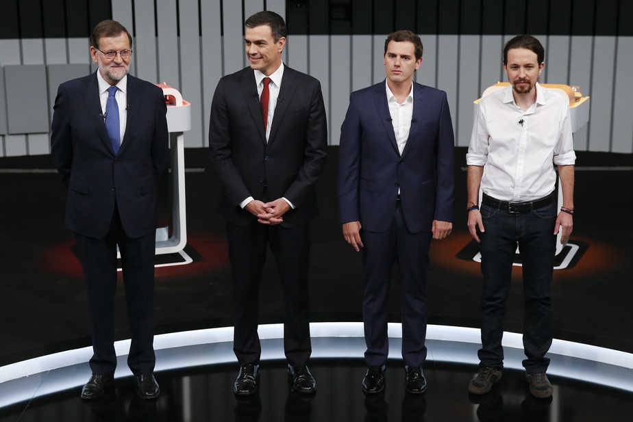 (L-R) People's Party (PP) leader Mariano Rajoy, Spain's Socialist party (PSOE) leader Pedro Sanchez, Ciudadanos leader Albert Rivera and Podemos (We Can) leader Pablo Iglesias,  pose at the start of a televised debate between the leaders of Spain's four main political parties in Madrid, Spain, June 13, 2016.    REUTERS/Juan Medina  - RTX2G22P