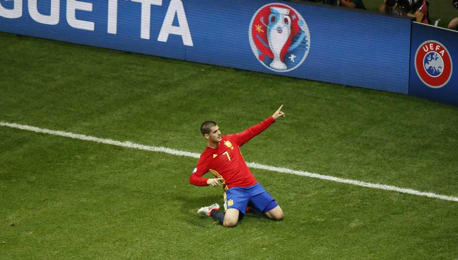 Football Soccer - Spain v Turkey - EURO 2016 - Group D - Stade de Nice, Nice, France - 17/6/16 Spain's Alvaro Morata celebrates after scoring their first goal  REUTERS/Eric Gaillard Livepic - RTX2GUIX