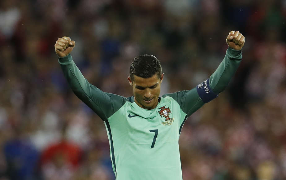 Football Soccer - Croatia v Portugal - EURO 2016 - Round of 16 - Stade Bollaert-Delelis, Lens, France - 25/6/16 Portugal's Cristiano Ronaldo celebrates at the end of the match  REUTERS/Lee Smith Livepic - RTX2I7RG