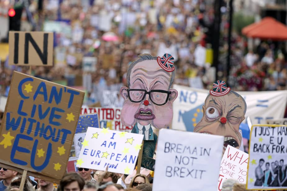 People hold banners during a 'March for Europe' demonstration against Britain's decision to leave the European Union, in central London, Britain July 2, 2016. Britain voted to leave the European Union in the EU Brexit referendum.   REUTERS/Paul Hackett - RTX2JD5Z