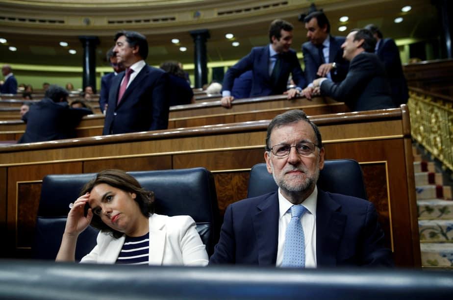 Mariano Rajoy y Soraya Sáenz de Santamaría durante la sesión de constitución del Congreso de la XII legislatura. FOTO: Reuters
