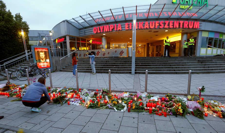 Centro comercial en el que se produjo la matanza de Múnich. FOTO: Reuters