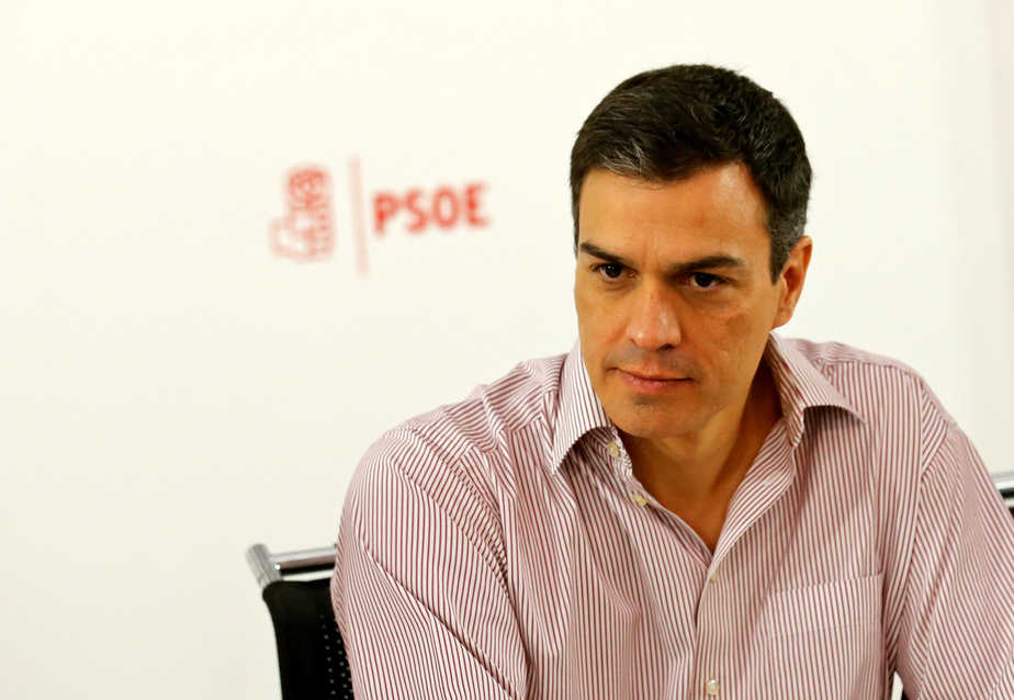 Spain's Socialist Party (PSOE) leader Pedro Sanchez attends the party's national executive committee meeting at their headquarters in Madrid, Spain, June 27, 2016. REUTERS/Andrea Comas - RTX2IF8Z
