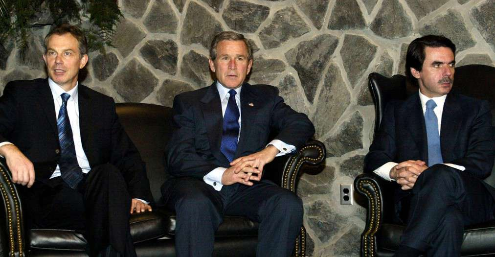 British Prime Minister Tony Blair (L), U.S. President George W. Bush (C) and Spanish Prime Minister Jose Maria Aznar meet at Lajes Field in the Azores, March 16, 2003. [The meeting was portrayed as a final diplomatic push for a U.N. resolution demanding that Iraq disarm or face attack. Bush said on Sunday he believed the United Nations must have a role in rebuilding Iraq after the removal of President Saddam Hussein.] - RTXLUER