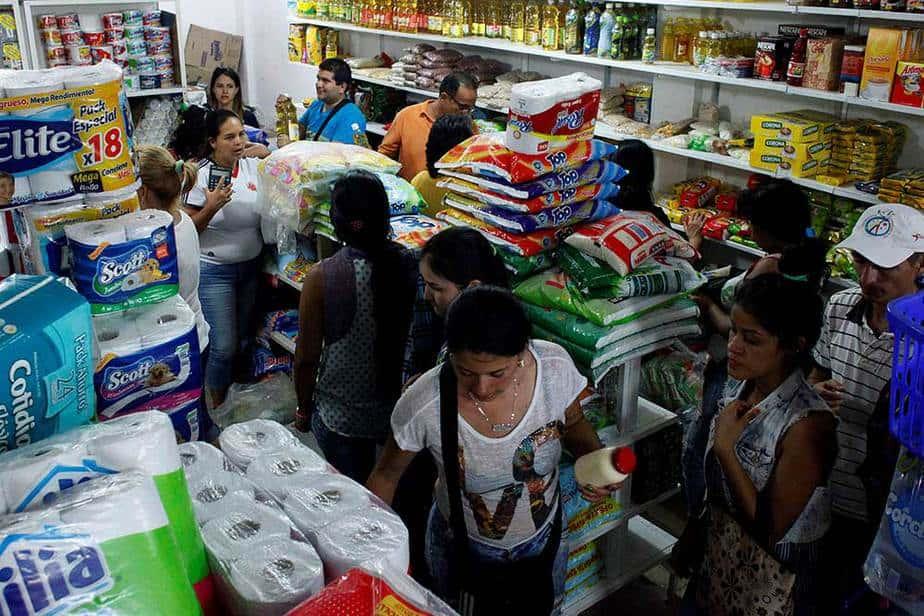 Casi 130.000 venezolanos cruzaron a lo largo del fin de semana la frontera con Colombia para abastecerse de alimentos y medicinas