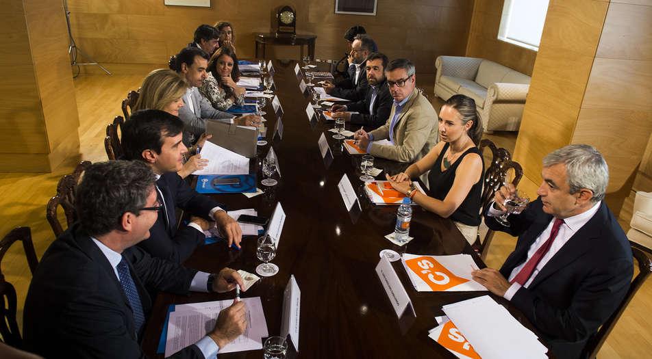 Reunión de los equipos negociadores de PP y Ciudadanos.  FOTO: Flickr PP