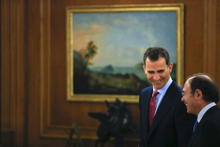 El rey Felipe VI junto a Pío García Escudero, presidente del Senado. Foto: Reuters