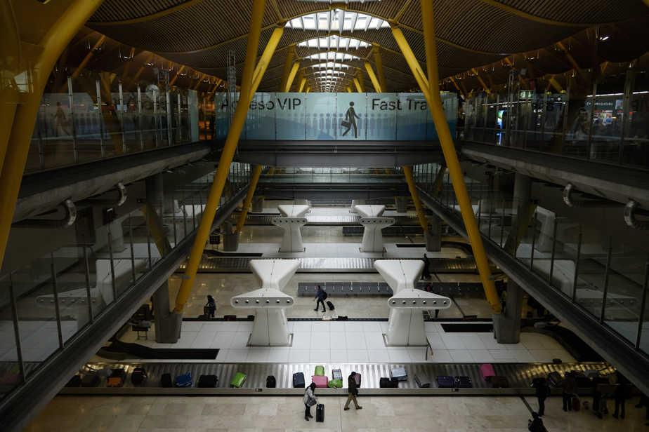 Aeropuerto de Madrid Barajas. Maletas. FOTO: Reuters