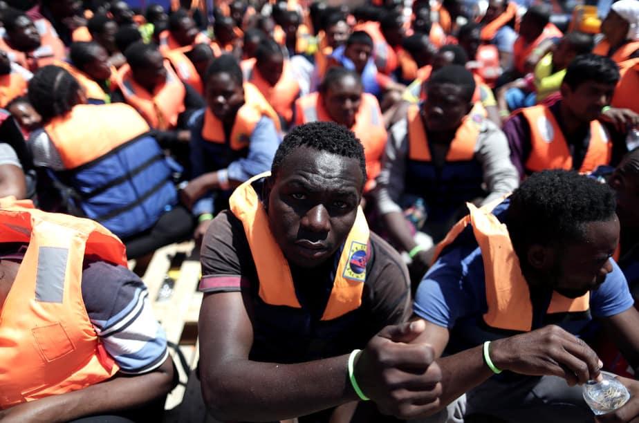 migrantes rescatados en el mar.