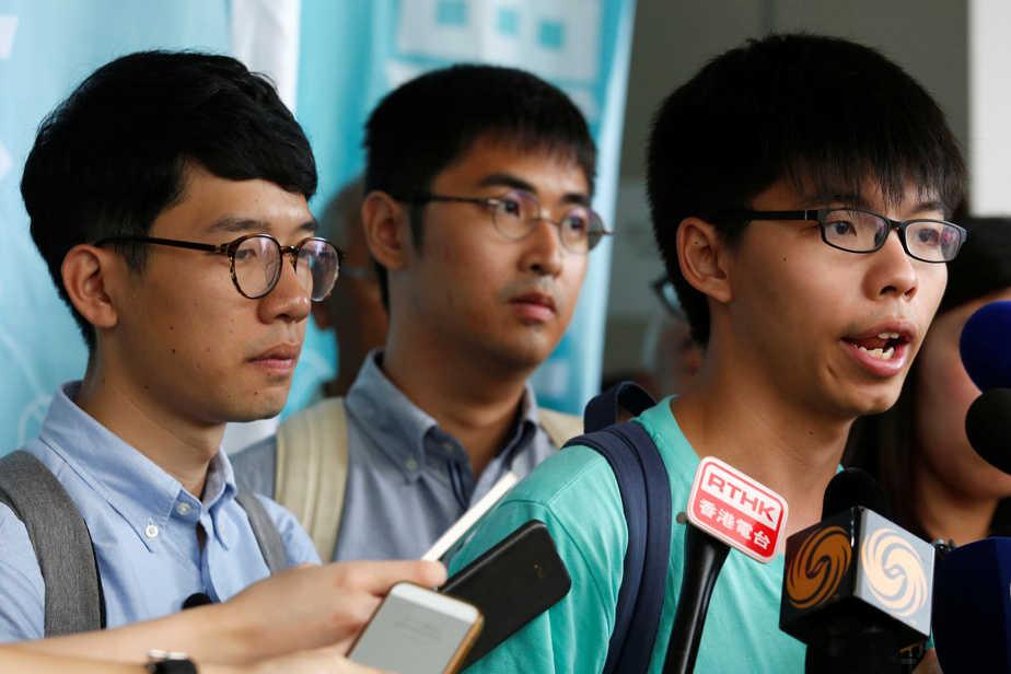 Joshua Wong (a la derecha), Alex Chow (en e centro) y Nathan Law (izquierda).