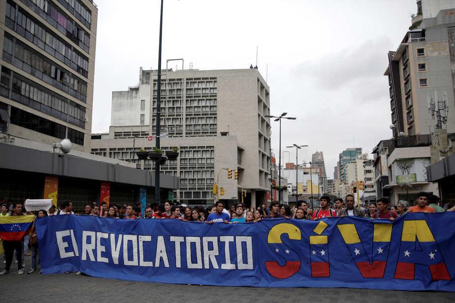 Marcha de la oposición venezolana.. FOTO: Reuters