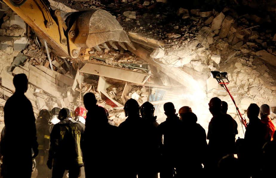 Imagen de los escombros producidos por el terremoto que ha afectado al centro de Italia. FOTO: Reuters