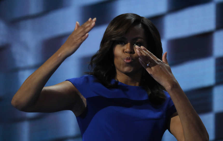 U.S. first lady Michelle Obama blows kisses after speaking during the first session at the Democratic National Convention in Philadelphia, Pennsylvania, U.S., July 25, 2016. REUTERS/Jim Young - RTSJMID