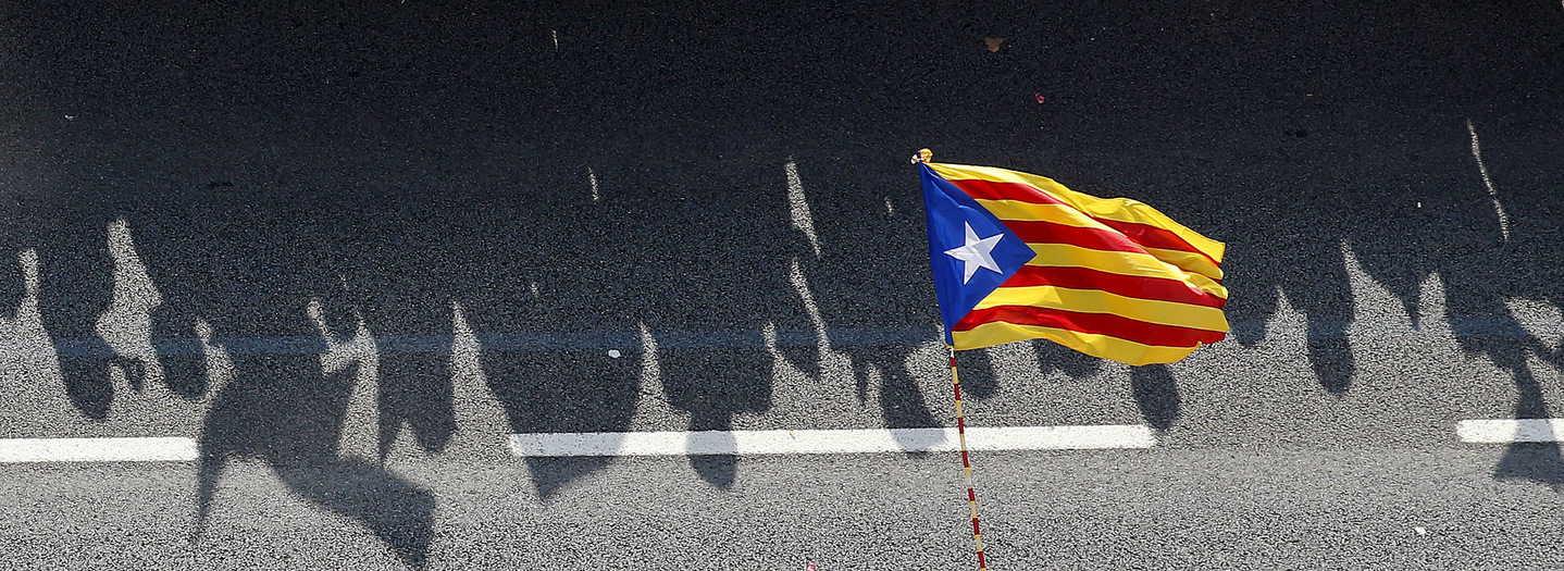 Sombra de la estelada en la Diada. Foto Reuters