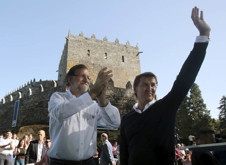 Spain's Prime Minister Mariano Rajoy (L) and Galician President Alberto Nunez Feijoo attend the opening of a political event of the ruling Popular Party (PP) at a castle in the Galician village of Soutomaior, northern Spain, August 30, 2015. REUTERS/Miguel Vidal - RTX1Q97W