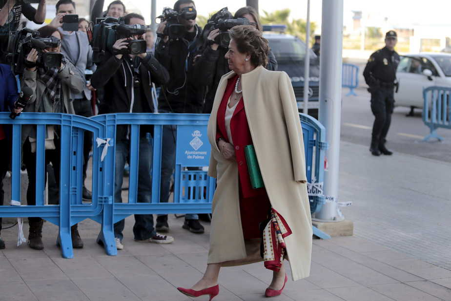 Former mayor of Valencia, Rita Barbera arrives at court to testify in the Noos case, in which Spain's Princess Cristina stands accused of tax fraud in Palma de Mallorca, Spain, April 12, 2016. REUTERS/Enrique Calvo - RTX29JZN