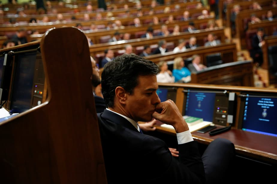 Spain's Socialist Party (PSOE) leader Pedro Sanchez attends an investiture debate at parliament in Madrid, Spain, September 2, 2016. REUTERS/Susana Vera - RTX2NXIN